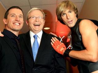 Sidney: Brüno (Sacha Baron Cohen) nel backstage di uno show televisivo con il conduttore Rove McManus e il premier australiano Kevin Rudd