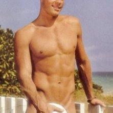 Una foto sexy del modello e attore Trevor Donovan