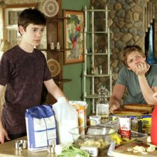 Alexander Gould e Hunter Parrish in una scena dell'episodio Wonderful Wonderful di Weeds