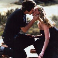 Brendan Fehr e Katherine Heigl si baciano nel sogno di lei nell'episodio 'Il simbolo' del telefilm Roswell