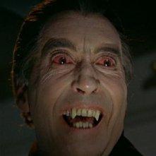 Christopher Lee è il perfido Conte Dracula nel film Le amanti di Dracula