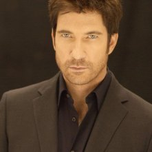 Dylan McDermott è Carter Shaw nella serie Dark Blue