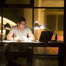 Dylan McDermott in un momento del pilot della serie Dark Blue