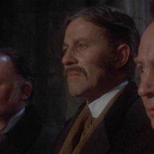 Geoffrey Keen con John Carson e Peter Sallis in una scena del film Una messa per Dracula
