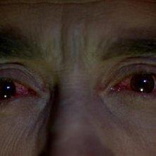 Gli occhi ipnotici di Christopher Lee nel film Le amanti di Dracula