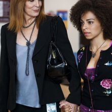 Joanna Cassidy ed Hannah Hodson in una scena dell'episodio All the Wrong Places di Hawthorne