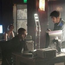 Nicki Aycox, Logan Marshall-Green e Dylan McDermott in una scena del pilot della serie Dark Blue