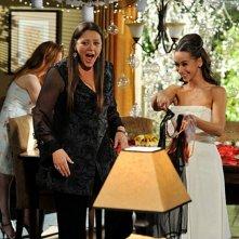 Jennifer Love Hewitt con Camryn Manheim nell'episodio Book of Changes della quarta stagione di Ghost Whisperer