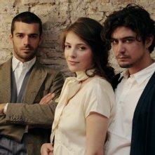 Riccardo Scamarcio con Luca Argentero e Jasmine Trinca in una foto promozionale de Il grande sogno