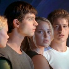 Emilie de Ravin, Jason Behr, Katherine Heigl e Brendan Fehr nell'ultimo episodio della prima stagione Roswell