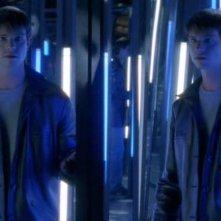 Jason Behr nella sala degli specchi al Luna Park nella puntata 'Max contro Max' del telefilm Roswell