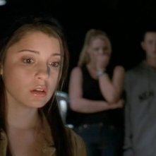 Liz (Shiri Appleby) con un'espressione scioccata in una scena dell'episodio 'Destino' della serie Roswell