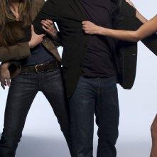 David Duchovny tirato da Natascha McElhone in una foto promo della stagione 1 di Californication