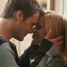 Kristen Bell (Veronica) e Teddy Dunn (Duncan) in una dolce scena della puntata 'Visita dal passato' di Veronica Mars