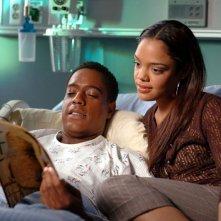 Jackie (Tessa Thompson) con il padre Terrence (Jeffrey D. Sams) nell'episodio 'Guardarsi alle spalle' di Veronica Mars