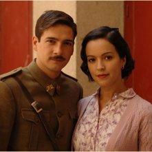 Felix Gomez e Veronica Sanchez in una immagine del dramma Le tredici rose, diretto da Emilio Martínez Lázaro