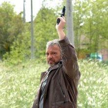 Claudio Amendola in una scena della serie tv Tutti per Bruno