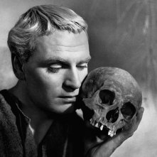 Laurence Olivier in una sequenza di Amleto