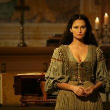 Anna Safroncik in una scena della miniserie Il falco e la colomba