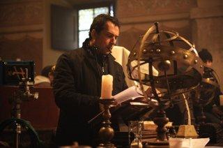 Il regista Giorgio Serafini sul set della fiction Il falco e la colomba