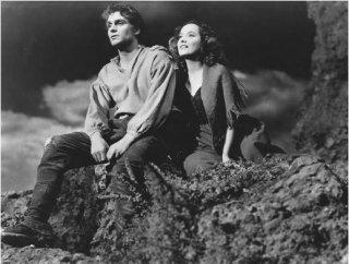 Laurence Olivier e Merle Oberon in una scena di Cime Tempestose