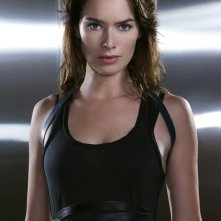 Una foto promozionale di Lena Headey per la 2 stagione di Terminator: The Sarah Connor Chronicles