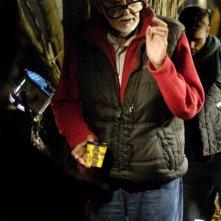 Il regista George Romero sul set dell'horror Le cronache dei morti viventi