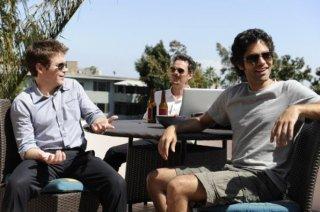 Kevin Dillon, Adrian Grenier e Kevin Connolly una scena dell'episodio 'Drive' della sesta stagione di Entourage