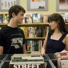 Joseph Gordon-Levitt e Zooey Deschanel in una scena di (500) Days of Summer