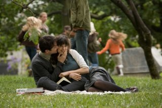 Joseph Gordon-Levitt e Zooey Deschanel in una sequenza del film (500) Days of Summer