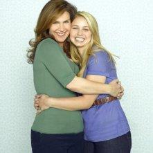 Peri Gilpin ed Ayla Kell in una foto promozionale della serie Make It Or Break It