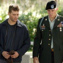 Ryan Phillippe (Sergente Brandon King) parla con Channing Tatum (Sergente Steve Shriver) in una scena del film 'Stop Loss'