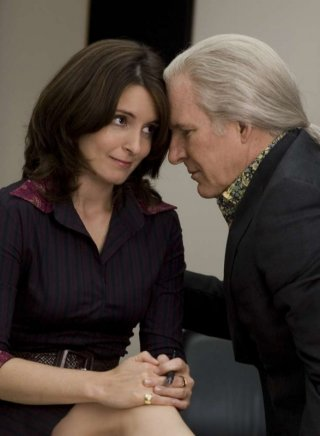 Tina Fey e Steve Martin in una scena del film Baby Mama