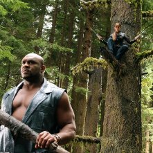 Bob Sapp (Stone) e Jennifer Garner in una scena del film Elektra