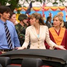 Clark, Lois e Chloe (Tom Welling, Erica Durance ed Allison Mack) dopo la festa del diploma in Gran Finale, ep. della Stagione 4 di Smallville