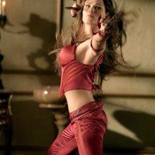 Jennifer Garner durante una scena di combattimento nel film Elektra