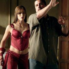 Jennifer Garner e il regista Rob Bowman sul set del film Elektra