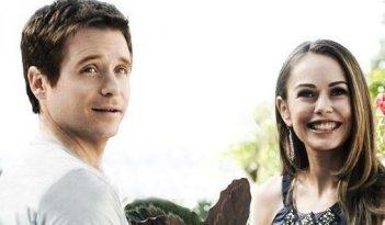 Kevin Connolly e Alexis Dziena una scena dell'episodio 'Amongst Friends' della sesta stagione di Entourage