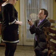 Molly Ringwald e Ben Weber in una scena dell'episodio Ciao de La vita segreta di una teenager americana