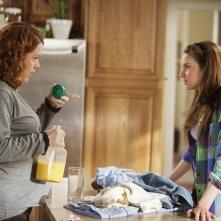 Molly Ringwald e Shailene Woodley  in una scena dell'episodio Born Free della serie La vita segreta di una teenager americana