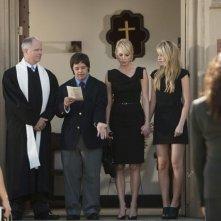 Tom Virtue, Luke Zimmerman, Megan Park e Josie Bissett in una scena dell'episodio Par for the Course de La vita segreta di una teenager americana