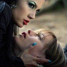 Nastassia Malthe e Jennifer Garner in una scena di Elektra