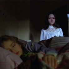 Aryana Engineer e Isabelle Fuhrman in una scena dell'horror Orphan
