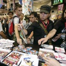 Comic-Con di San Diego 2009 - I fan di Iron Man ritirano alcuni gadget promozionali sul secondo capitolo del film.