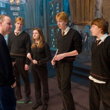 David Yates, James Phelps, Bonnie Wright, Oliver Phelps e Rupert Grint insieme sul set del film Harry Potter e l'Ordine della Fenice