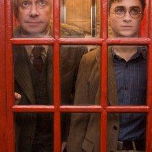 Mark Williams (Arthur Weasley) e Daniel Radcliffe in una gabita telefonica nel film Harry Potter e l'Ordine della Fenice