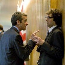 Peter Capaldi e Chris Addison in una scena del film In the Loop