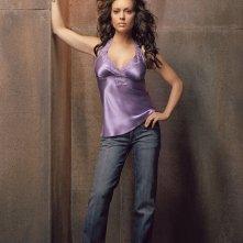 Alyssa Milano in una foto promo per la 8 season della serie Charmed