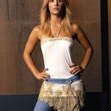 Kaley Cuoco in una foto promo per la 8 season della serie Charmed