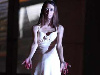 Amy Acker in una scena dell'episodio Epitaph One di Dollhouse